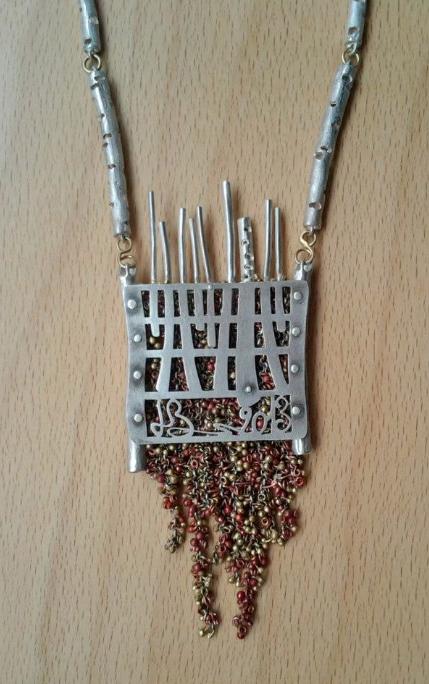 Il retro... della collana di Luisa bruni che ha visto per la sezione tradizionale