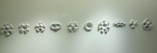 Manon van Kouswijk, residui ornamentali di porcellana