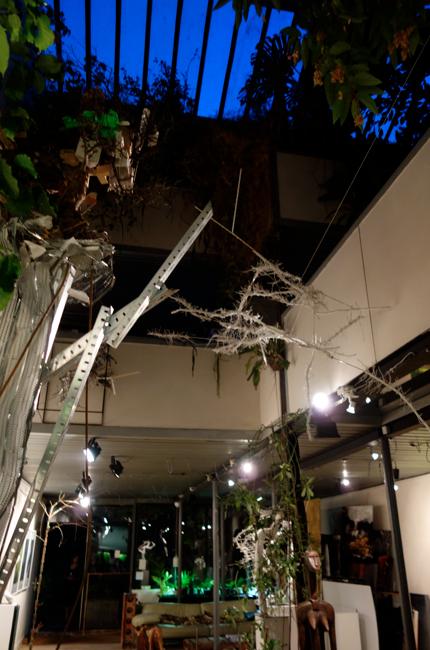 L'atelier di Gilles Hirzel che ospita in questi giorni i lavori di Angelo Lomuscio