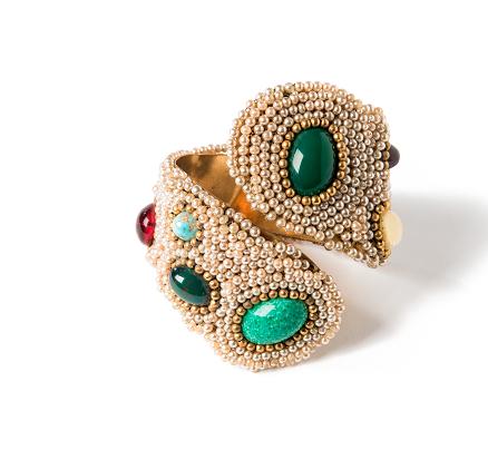 Bracciale rigido, ottone, perle di imitazione, paste di vetro cabochon, 1960 circa