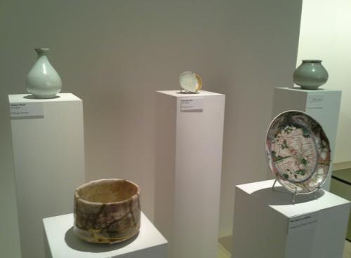 Esposizione di vasellame riparato con la tecnica kintsugi nello spazio Precious a Maison&Objet