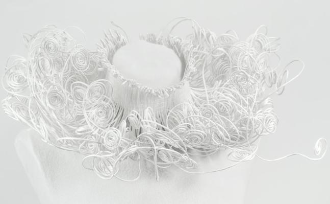 Wind, 2013, nylon, carta, fil di ferro, tessitura a mano. By Silvia Beccaria